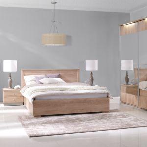 Nebraska to przytulna kolekcja mebli do sypialni, wykonana z płyty laminowanej w kolorze dębu. Fot. Stolwit Meble