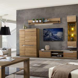Kolekcja Torino odznacza się pięknem rysunku naturalnego olejowanego drewna dębowego. Charakterystyczne przecięcia na frontach dodają kolekcji nowoczesności. Fot. Szynaka Meble