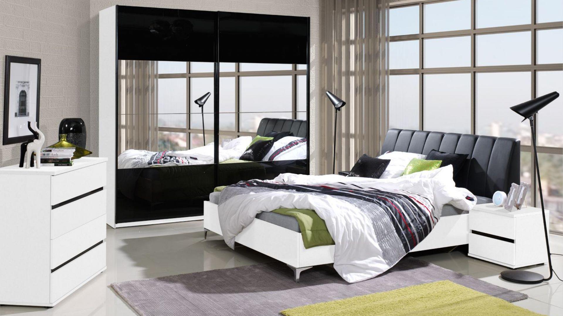 Kolekcja Saragossa w kolorze białym i czarnym w połysku. W skład kolekcji wchodzą łóżko, szafki nocne, komoda oraz szafy. Cena łóżka: od 799 zł. Fot. Agata Meble