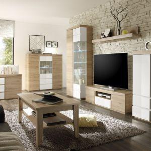 Połączenie bieli i drewna nie wychodzi z mody. Kolekcja Emba łączy w sobie chłód białych, lakierowanych frontów z ciepłej drewnianego dekoru. Idealna do stworzenia przytulnej aranżacji. Fot. Helvetia Wieruszów