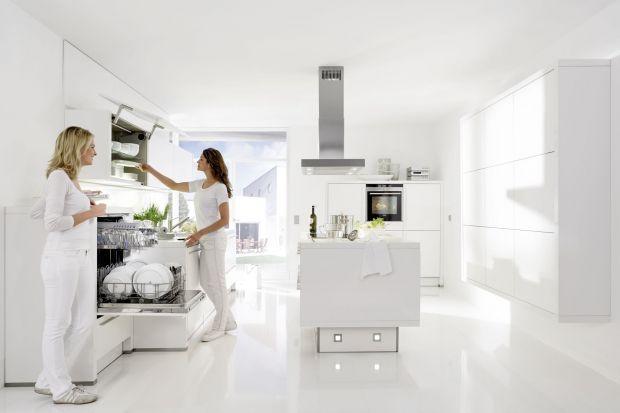 Dobrze urządzona kuchnia rządzi się swoimi prawami, a są nimi strefy, które sprawiają, że czas spędzony w kuchni jest dobrze i miło spędzony. Dziś radzimy, gdzie najlepiej umieścić miejsce do zmywania w kuchni.