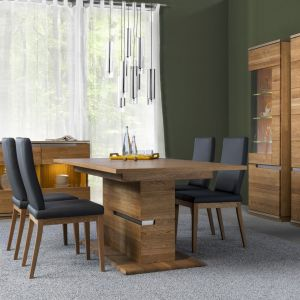 Kolekcja Torino to piękny, ciepły kolor drewna i nowoczesna stylistyka. Metalowe wstawki dodają meblom charakteru. Fot. Szynaka Meble