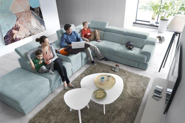 Sofa w salonie. 10 świetnych narożników do dużych wnętrz