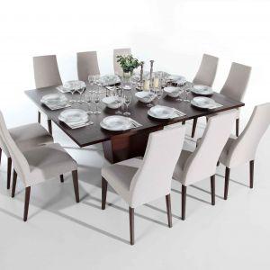 Family to stół idealny dla dużej rodziny, ale też jednocześnie do niewielkiego wnętrza. Złożony – jest niewielki, zaledwie 1m x 1m, po rozłożeniu może przy nim usiąść nawet 10 osób. Fot. Bydgoskie Meble