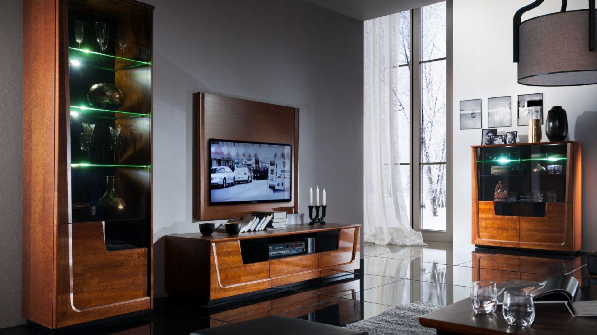 Kolekcja Maganda to nowocześnie wykończone bryły mebli, wzbogacone o stylowe oświetlenie. Fot. Mebin