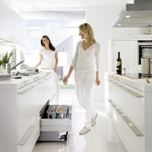 W kuchni nie może zabraknąć szuflad o różnych głębokościach i pojemnych półek. Dzięki min wnętrze będzie funkcjonalne. Fot. Nolte