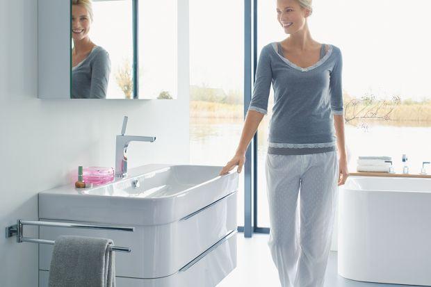 Kolekcja, która ozdabia łazienkę i pozwala na wygodne przechowywanie.