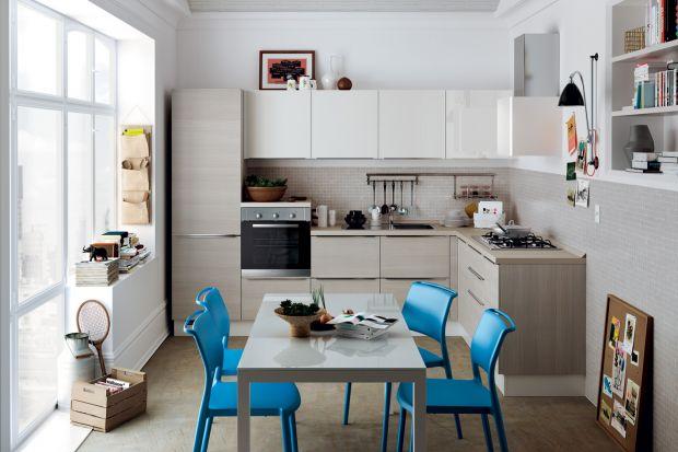 Nawet w najmniejszej kuchni można urządzić wygodny kącik do spożywania posiłków. Potrzebny jest jednak dobry pomysł. Pokazujemy kilka inspiracji na kompaktową jadalnię w nieustawnym wnętrzu.