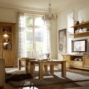 Kolekcja Porto to meble z frontami ozdobionymi ramiakami, które doskonale uzupełnią salon w klasycznym stylu. Fot. Dekort