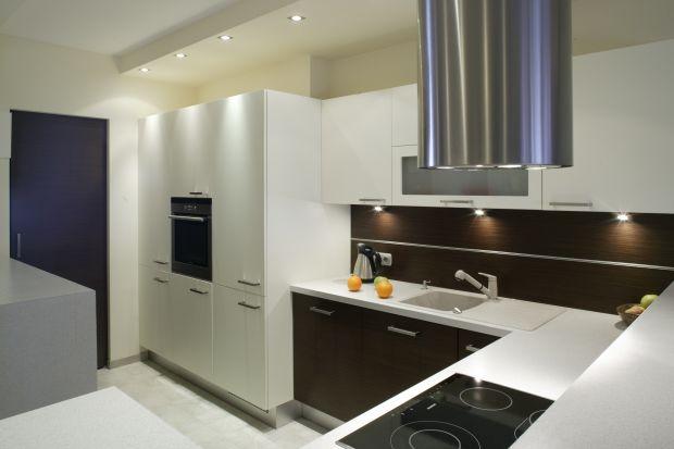 Meble kuchenne, niezależnie od wielkości mieszkania powinny być nie tylko ładne, ale też funkcjonalnie zaplanowane. Pokazujemy kilka pomysłów na pojemną zabudowę kuchenną.