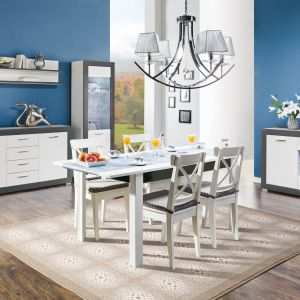 Drewniany stół Gray w bieli świetnie sprawdzi się we wnętrzach utrzymanych w nowoczesnej stylistyce, jak też w aranżacjach klasycznych. Fot. Agata Meble