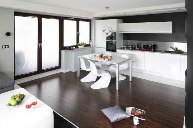 Kuchnia w stylu minimalistycznym jest przestronna, czysta i niezagracona. Jej największą zaletą - oczywiście poza ładnym wyglądem - jest to, że jest prosta do sprzątania. Zobaczcie ciekawe aranżacje zainspirowane minimalizmem.