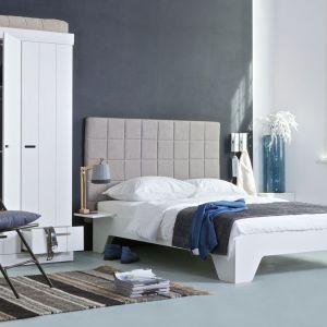 W sypialni bardzo istotny jest zagłówek łóżka. Warto wybrać wysoki, ponieważ zapewnia on ogromny komfort podczas czytania w łóżku lub oglądania telewizji. Fot. HK Living