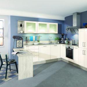 Aranżacja loft stawia na otwarte przestrzenie, pełne jasnych barw i światła oraz wyposażenie nawiązujące do stylu przemysłowego - ze szkła i metalu, ale też z drewna. Fot. Impuls