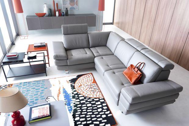 Szara sofa może być bardzo ciekawym elementem salonu. Zobacz najpopularniejsze modele.