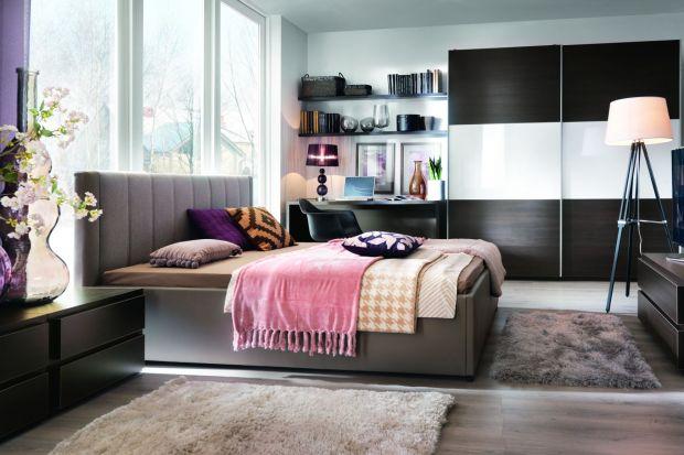 Sypialnia to miejsce szczególne. W niej odpoczywamy, relaksujemy się, wyciszamy. Warto ją urządzić tak, aby stała się azylem. Zobacz piękne aranżacje, które pomogą ci stworzyć wyjątkowe wnętrze.