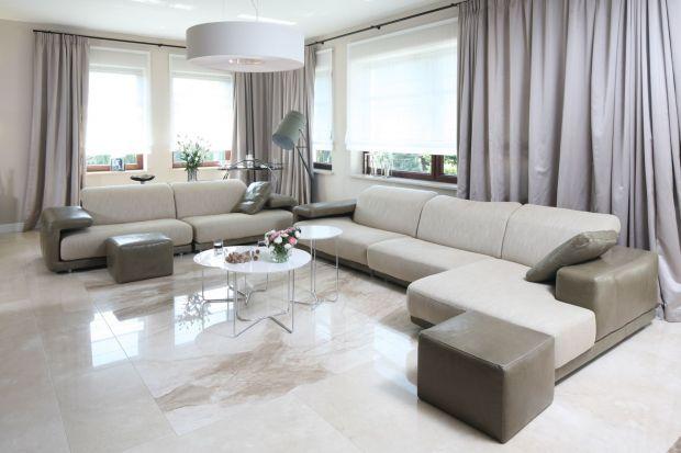 W dużym salonie przestrzeń jest największą wartością, dlatego warto tak dobrać meble i inne elementy wyposażenia, aby nie stracić tego waloru, nie przytłoczyć wnętrza. Wbrew pozorom nie jest to tak łatwe, jak mogłoby się wydawać...
