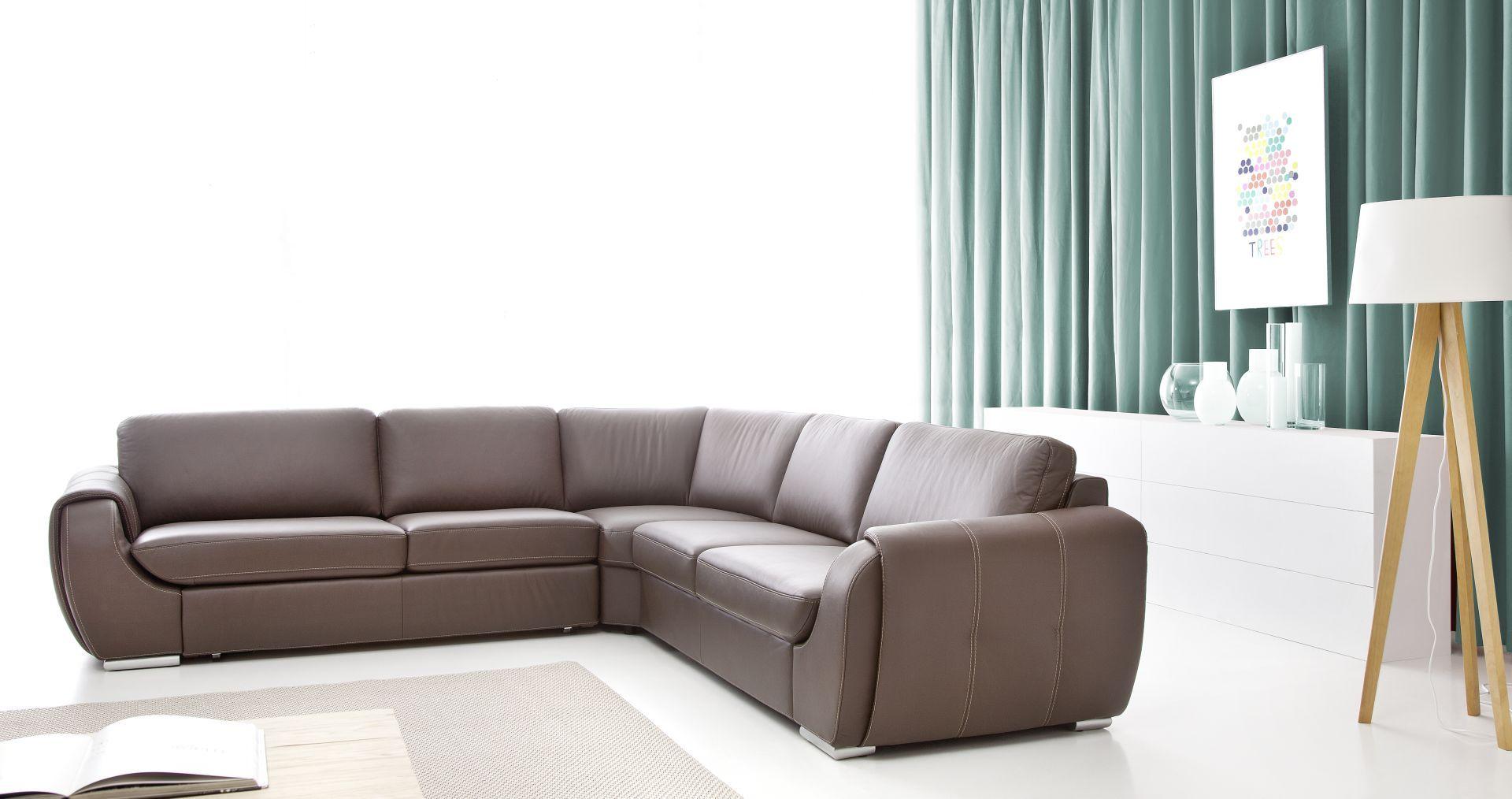 Narożnik Bold doda każdemu wnętrzu niepowtarzalnego szyku oraz zapewni dużo wygody. Długie i szerokie siedzisko zapewnia mnóstwo miejsca do siedzenia. Fot. Etap Sofa