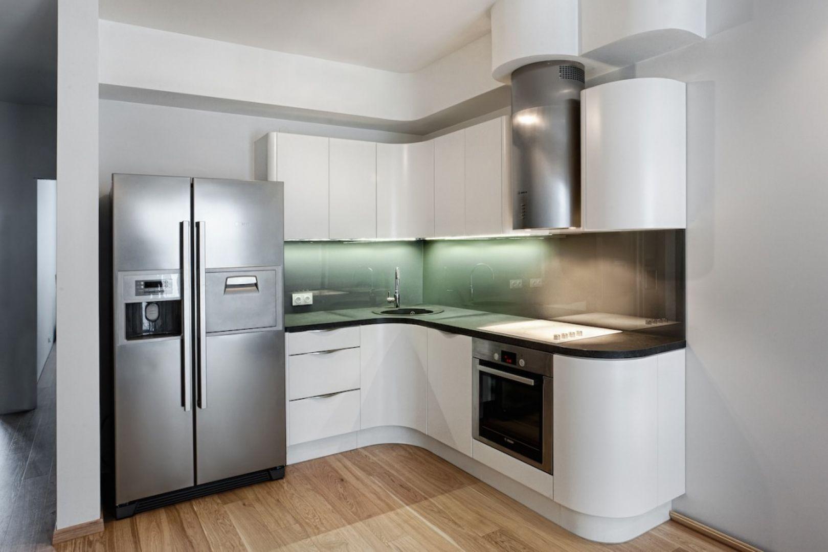 Kuchnia Oktawia Soft wyróżnia się nowoczesną linią, świetnie sprawdzi się we wnętrzu zainspirowanym stylem loft. Fot. Atlas Meble