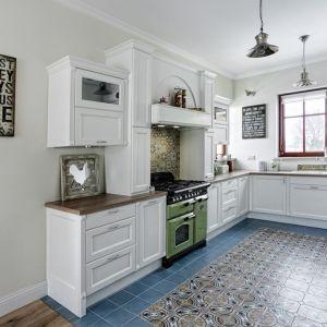 Eliza to biała kuchnia zainspirowana stylem skandynawskim. Jest jasna, rozświetlona, urządzona prosto i funkcjonalne. Fot. Atlas Meble