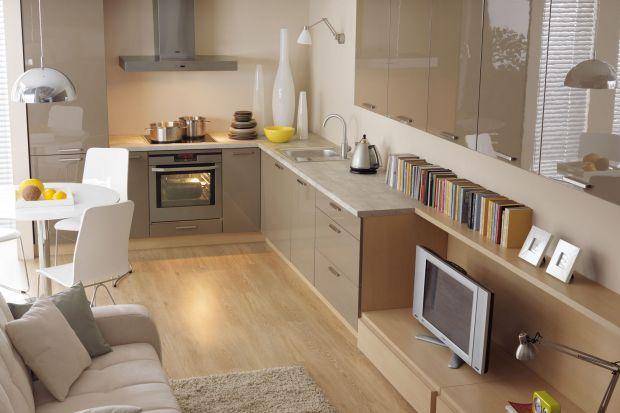 Kuchnia na planie litery L to najlepsze rozwiązanie do małych, podłużnych pomieszczeń lub mieszkania typu studio. Dobrze zaplanowana zabudowa sprawi, że nasza kuchnia będzie funkcjonalna i wygodna.