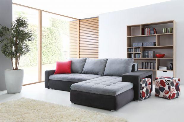 Szara sofa. 10 pomysłów na modny salon