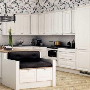 Kuchnia zainspirowana stylistyką skandynawską. Wnętrze jest jasne, rozświetlone, urządzone prosto i funkcjonalnie. Fot. HTH