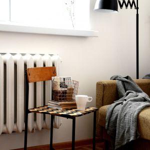 Krzesełko świetnie prezentuje się w mieszkaniu urządzonym w stylu loft. Fot. Deco-Szuflada