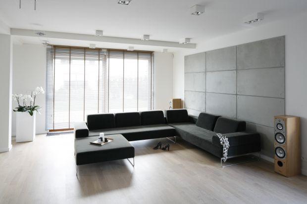 Proste kształty, stonowane kolory, geometria i czystość formy - umeblowany w ten sposób salon możemy określić mianem minimalistycznego. Taki styl niemal nigdy nie wychodzi z mody, zawsze znajduje swoich zwolenników.
