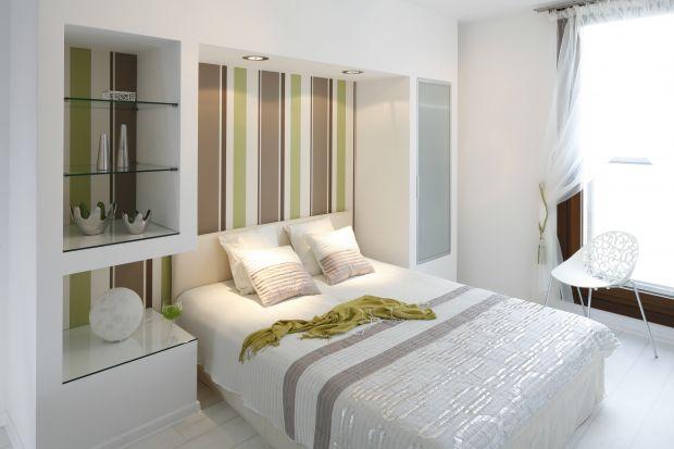 Mała sypialnia. 5 pomysłów na praktyczną zabudowę