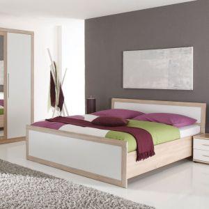Belinda to kolekcja dedykowana do małej sypialni. Modne kolory w zestawieniu eleganckiej bieli z naturalną barwą drewna otulą wnętrze i nakreślą jego styl. Fot. Black Red White
