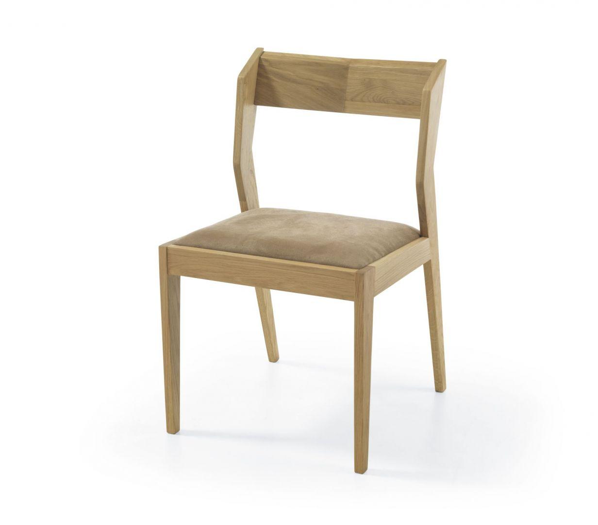 Agile to krzesła model, który w doskonały sposób zawiera w sobie prostotę oraz innowacyjność. Subtelne obicie jedynie siedziska, powoduje efekt delikatności krzesła. Krzesło wykonane zostało z drewna dębowego, o wyjątkowej barwie. Fot. Congrazio