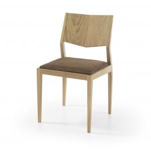 Marcato to model krzesła, który w doskonały sposób zawiera w sobie prostotę oraz innowacyjność. Oparcie zostało zaprojektowane z myślą o wygodzie, nie rezygnując z nawiązania do nowoczesnego włoskiego designu. Fot. Congrazio