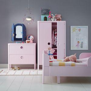 Łóżko z rozsuwaną ramą rośnie razem z dzieckiem, dzięki czemu posłuży przez wiele lat. Fot. IKEA