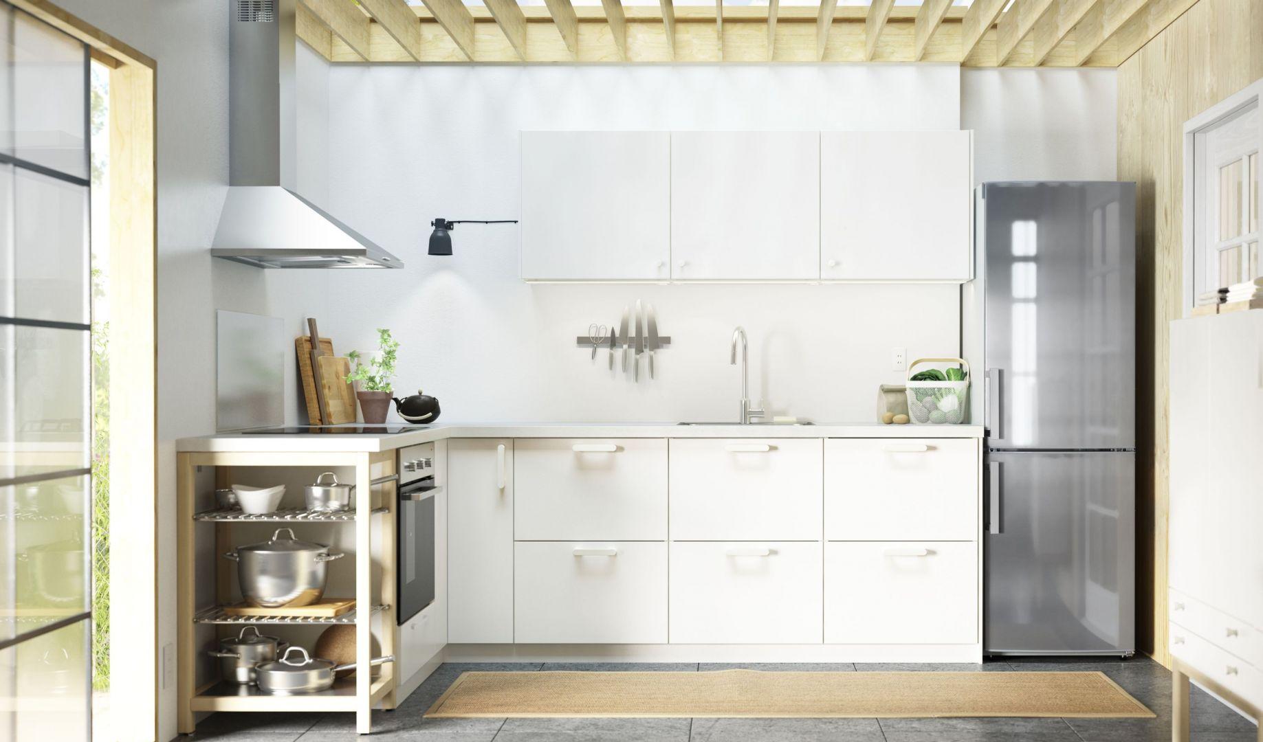 Kuchnie Metod są niedrogie i oferują szeroką gamę szafek w gotowych rozmiarach. Dzięki temu każdy wybierze coś odpowiedniego dla siebie. Fot. IKEA