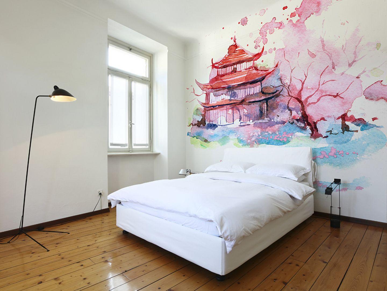 Dzięki fototapetom możemy stworzyć w sypialni niepowtarzalną aranżację. Ta lateksowa tapeta wygląda jak obraz namalowany akwarelą. Fot. Big-Trix
