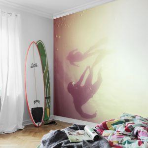Fototapety dają możliwość spersonalizowania wnętrza i wyrażenia w nim siebie. Na ścianę można np. przenieść własnoręcznie wykonane przez siebie zdjęcie. Fot. Mr Perswall
