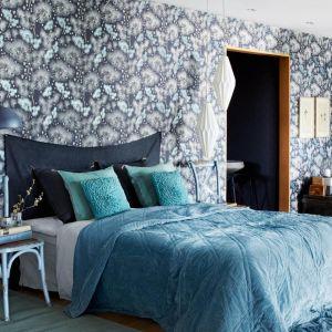 Dokładnie określ styl, jaki ma panować w sypialni. W tym wnętrzu nie powinny znaleźc się przypadkowe meble i dodatki. Abyś mógł dobrze w nim wypoczywać, sypialnia musi być harmonijna. Fot. Boras Tapeter