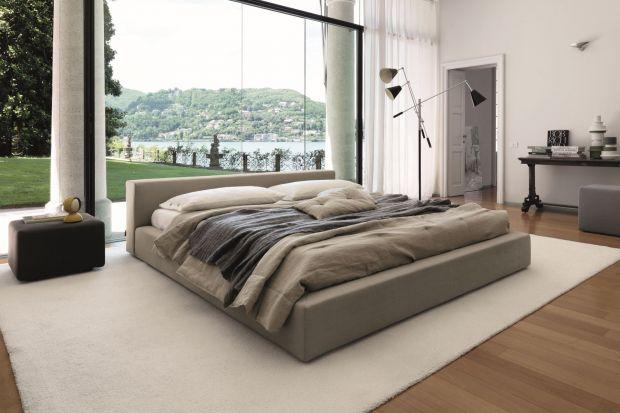Zwolennicy minimalizmu we wnętrzach powinni wybierać jak najprostsze rozwiązania, koncentrując się na wysokiej jakości mebli i innych elementów wystroju. Dzięki temu uzyskają efekt chłodnej, sterylnej elegancji.