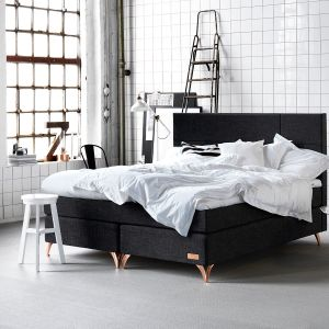Wybierając łóżko, kupujemy również materac. Warto dokładnie przemyśleć ten zakup, bowiem nie ma nic gorszego niż niewygodne spanie. Fot. Carpe diem beds