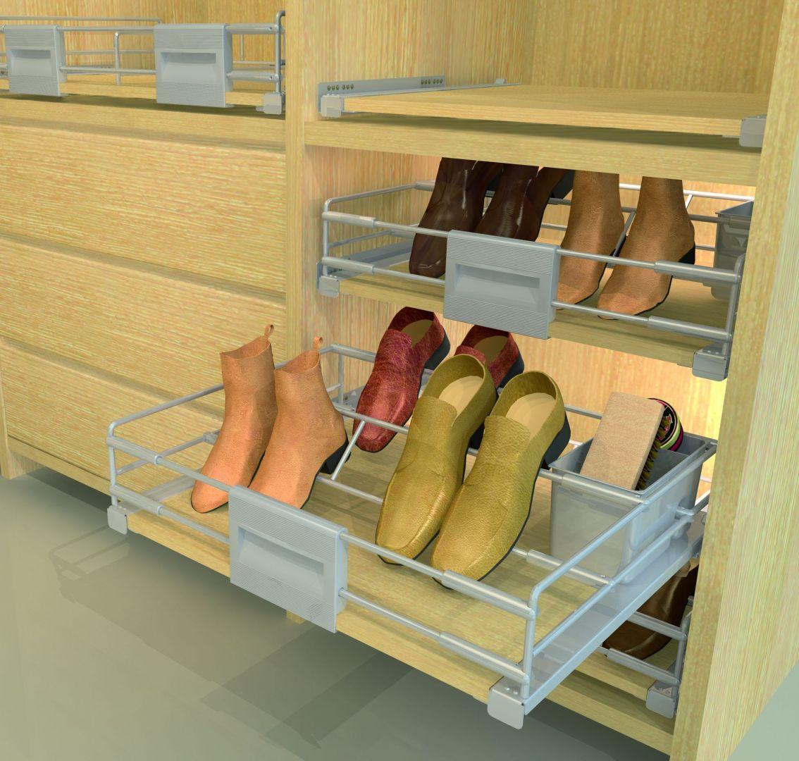 Wysuwana półka na buty z serii Hogar Plus. Fot. Wireli