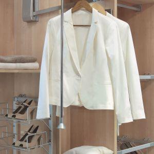 Półki na buty pozwalają na zachowanie porządku w szafie i w całym mieszkaniu. Fot. Wireli
