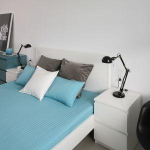 Doskonałą barwą do sypialni wydaje się być turkus. Jako odcień niebieskiego działa on uspokajająco i sprzyja wypoczynkowi. Projekt: Anna Maria Sokołowska. Fot. Bartosz Jarosz