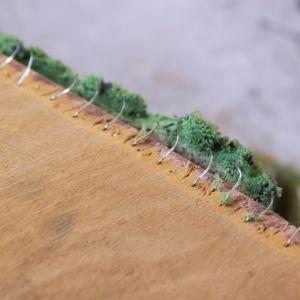 Usuwanie zszywek tapicerskich. Te zostały podważone i będą wyciągnięte kombinerkami. Fot. Rzuć Pan Okiem