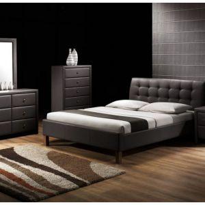 Łóżko Samara obite skórą ekologiczną. Stelaż wykonany jest z drewna. Cena: 960 zł. Fot. Halmar