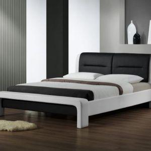 Łóżko Cassandra w kolorze czarno białym. Mebel obity jest ekoskórą. Cena: 1.300 zł. Fot. Halmar