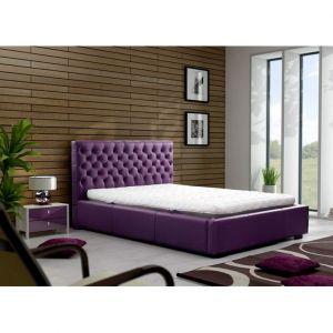 Łóżko Chester. Oryginalny design sprawi, że łóżko to będzie ozdobą każdej sypialni. Łóżko jest dostępne w wielu kolorach i materiałach tapicerskich do wyboru. Cena: około 1.850 zł. Fot. Meble Marzenie