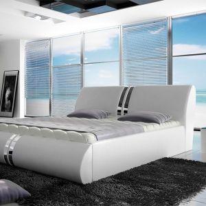 Łóżko Callisto dostępne również w opcji z pojemnikiem na pościel. Cena: 1.100 zł. Fot. Wersal