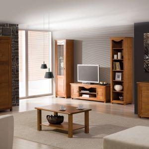 Kolekcja Malaga. Fronty wykonane są z litego drewna. Elementy dekoracyjne w postaci frezów i okuć pozwolą dodać wnętrzu klasy i indywidualności. Fot. Szynaka Meble