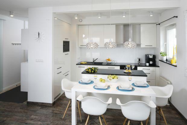 Najpopularniejszym typem zabudowy jest tzw. elka, czyli kuchnia w kształcie litery L. Zobacz świetne aranżacje z prawdziwych domów i mieszkań.